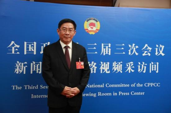 两会 | 李修松:用工匠精神引领我国职业教育健康发展,为中国制造2025目标的实现提供广泛而坚实的人才保障。