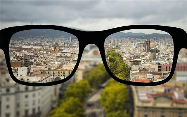 近视能自愈、戴眼镜加深度数、防蓝光眼镜防近视?看完都明白了