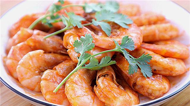 吃虾不用剥壳,大人小孩都爱吃,新手容易做的硬菜快收藏